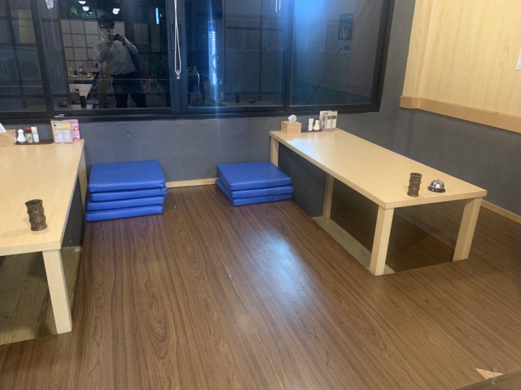 串焼き・串カツヒナタ 2階