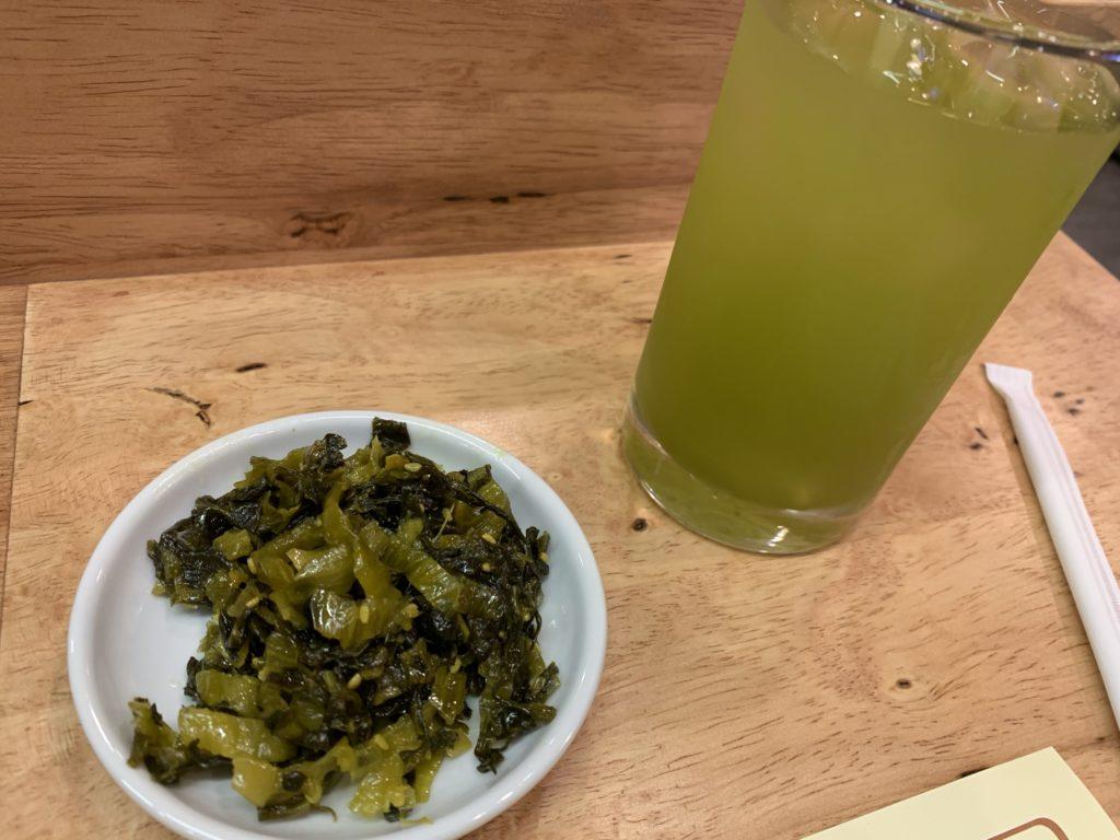 神戸トンテキ(アソーク店)緑茶・お新香