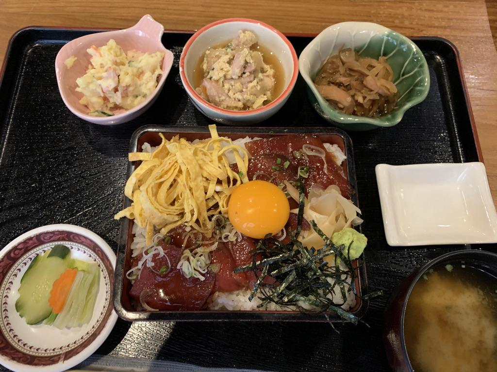 北海道原始焼きシーロム店 マグロユッケ重セット