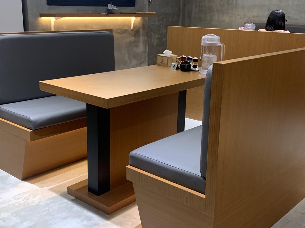 麺屋なると テーブル席